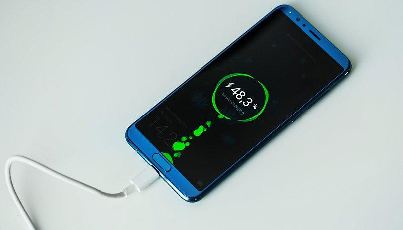چرا باطری گوشی هوشمندتان به کندی شارژ می شود؟